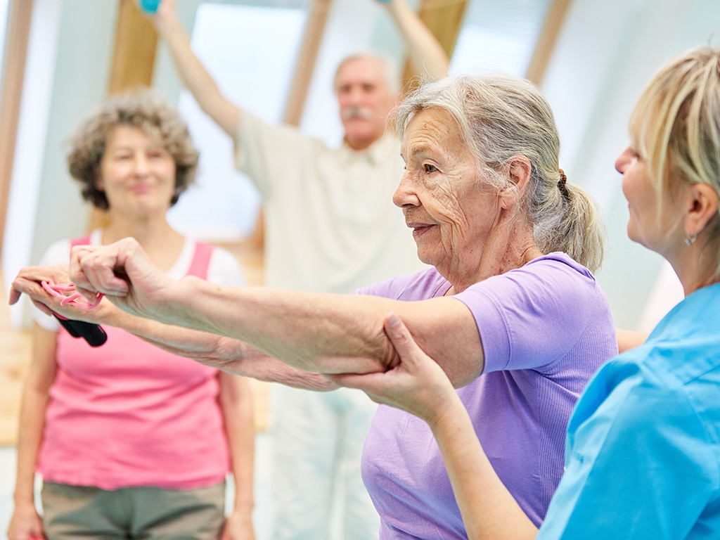 Activité physique adaptée chez les seniors - France Assos Santé