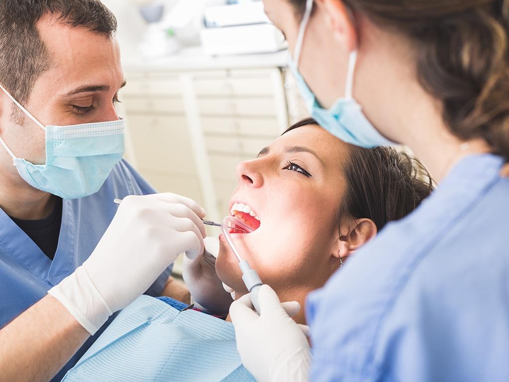 Si vous étiez avec un dentiste qu'est-ce que cela signifie quand vous dites que vous sortez avec quelqu'un